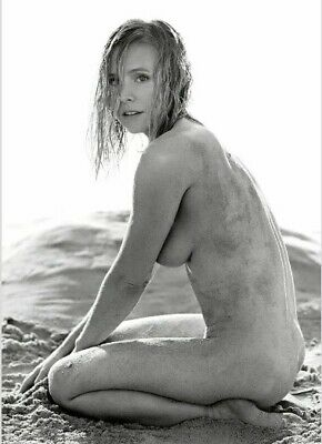 """KRISTEN BELL - NUDE ON THE BEACH !!!! VERY """"raw"""" LOOKING !!!"""