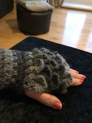 "NEW  ""Shades Of Grey""   GOT  Dragon scale Wrist Length finger less gloves"
