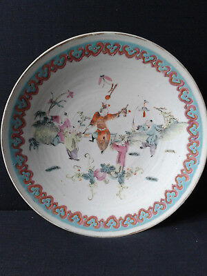 CHINA QING DYNASTY 19th century CANTON PORCELAIN FAMILLE ROSE LARGE PLATE