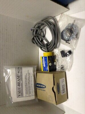 Banner SM912F Valu-Beam Self-Contained Photoelectric Sensor
