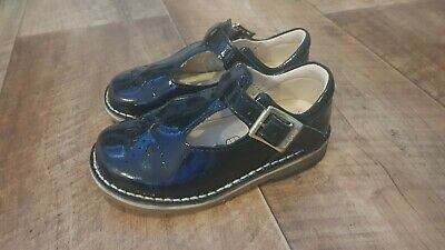 Black Clarks shoes 5 1/2 G. Infant girls. Used excellent condition