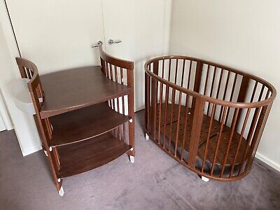 Stokke Sleepi mini with cot extension and change table good condition