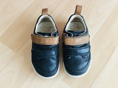 Clarks Boys Black first shoes trigenic leather trainers infant size 4G