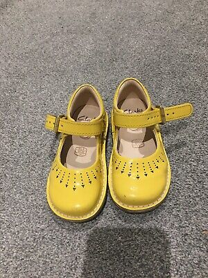 Girls Clarks  Shoes Size 4 1/2 F
