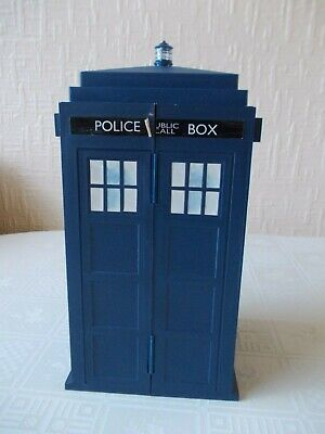 Doctor Who Tardis card holder  with Battles in time trading cards job lot