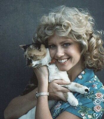 Olivia Newton John - With A Cat !!!
