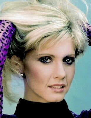 Olivia Newton John - What Is Going Thru Her Hair ???