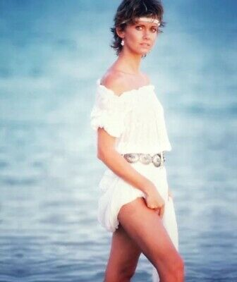 Olivia Newton John - Walking Along The Beach !!!!