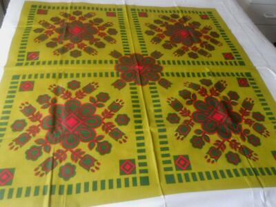 Vintage 60'S Printed Cotton Table Large Red On Green Flower Squares