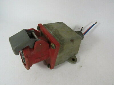 Hubbell 460R7W Female Receptacle 3Pole 4Wire 60A 480V Broken Cap  USED