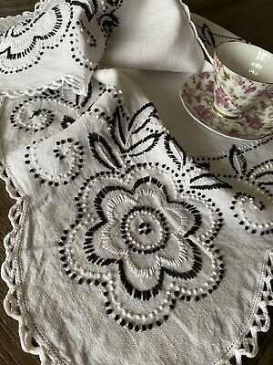 Vintage Handmade Floral Embroidered Tablecloth Crocheted Lace 🌺