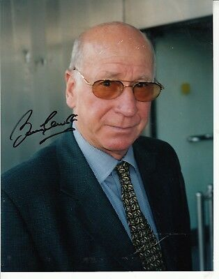 Bobby Charlton Hand Signed Stunning 10 X 8 Inch Colour Photograph