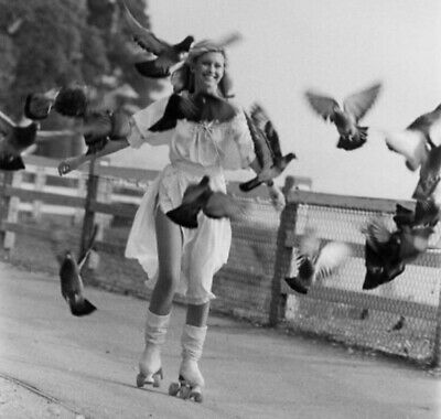 Olivia Newton John - Roller Skating With A Bunch Of Birds !!!