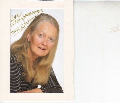 Anna Carteret Hand Signed 6 X 4 Inch Colour Photograph In Neat Cardboard Frame