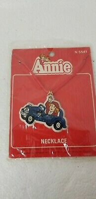 Vintage 1981 LITTLE ORPHAN ANNIE IN BLUE CAR Necklace #5541 - SEALED Jewelry Toy