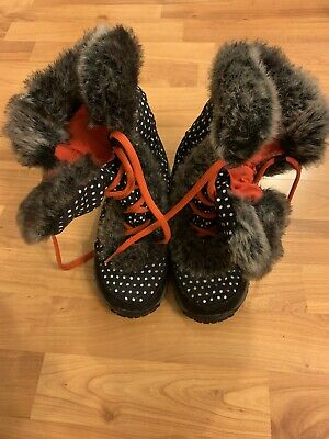 The North Face Girls Size 3 Snow Boots With The Fur