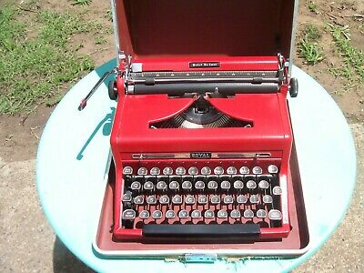 A Beautyful old Royal portable typewriter & carry case