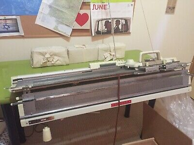 Original Singer 'Memomatic 329' Knitting Machine/Hardly Used/Excellent Condition