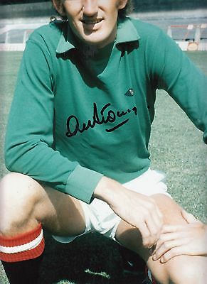 Signed Alex Stepney Manchester United Autograph Photograph 16 X 12 inch.