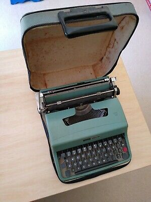 "Vintage Olivetti ""Lettera 32"" manual Typewriter & carry case"
