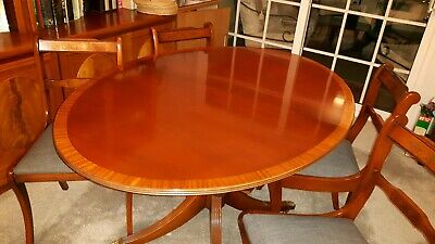 Antique style Regency Oval Mahogany Extending Dining Table - Seats 4 / 6
