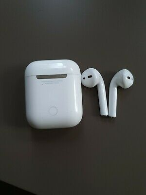 Apple AirPods with Charging Case & cord Original in excellent condition