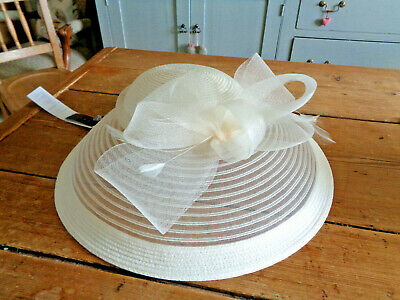 Ivory/Cream Debut Fascinator. BNWT. £45.Saucer Style with Bow and Satin Headband