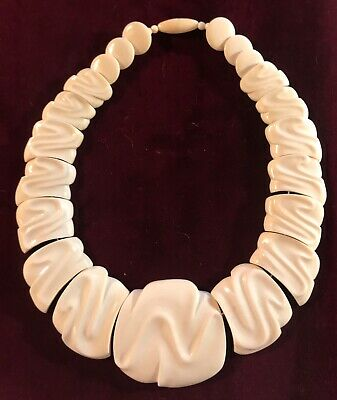 Lovely Vintage Hand-Carved Natural Necklace Oriental
