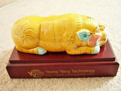 Chinese Yeong Yang Technology porcelain FOO DOG-LION figure-ornament on stand