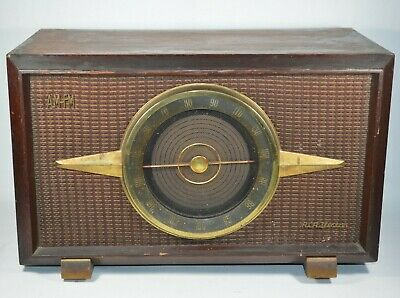 1956 Deluxe Antique RCA Victor AM-FM Wood Case Tube Radio Golden Throat