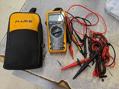 Fluke 179 True RMS Multimeter with Leads case and extra leads