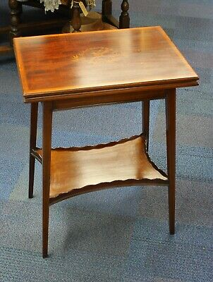 Lovely Edwards & Roberts Occasional Side Table