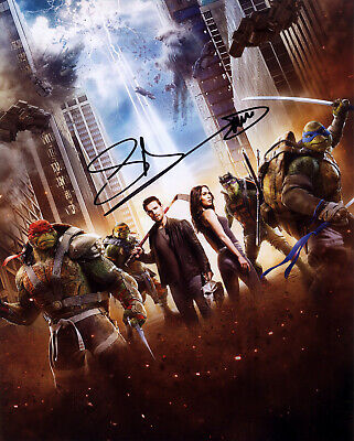 Stephen Amell Hand signed 8x10 photo w/COA