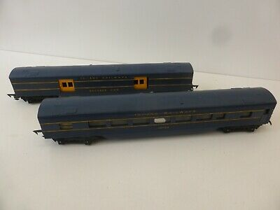 Tri-ang Triang R131 & R134 Coach & Baggage Cars. Blue, Yellow Letters Mk2 Couple