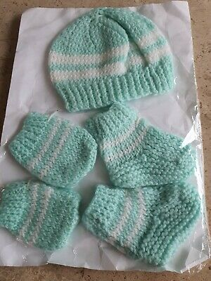 Brand New Hand Knitted New Baby Pale Green & White Hat Mitts & Booties