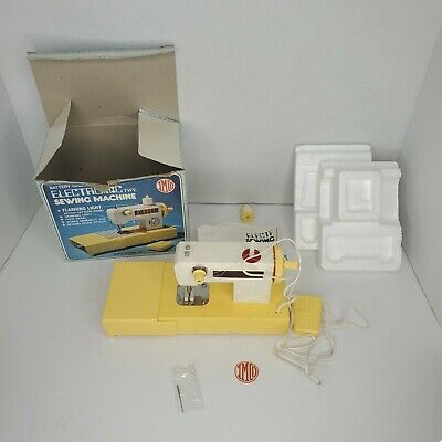 Vintage Imco Childs Sewing Machine With Foot Pedal.. Battery Powered.. Untested