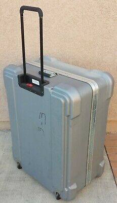 Large ATA Shipping Case.   Pull-Out Handle. Wheels. Lockable.
