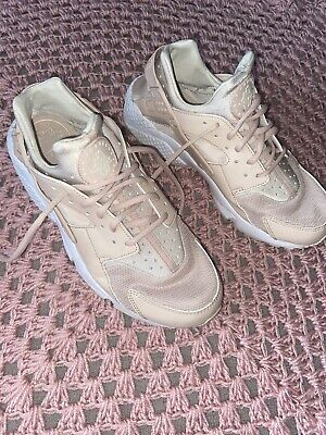 Nude/pink Nike huaraches Size 9