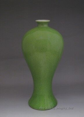 Chinese Old Apple Green Crackle Glaze Porcelain Mei-Ping Vase