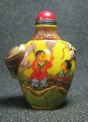 Chinese Glass Delicate Hand Painted Children Pick Grapes Snuff Bottle////**