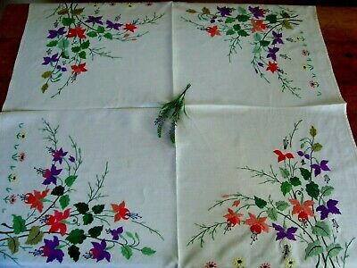 Vintage Linen Hand Embroidered Tablecloth ~ Gorgeous Fuchsia And Daisies Flowers