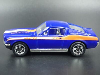 1968 68 Ford MUSTANG Cobra Jet Fastback 1:64 Miniature de Collection Voiture