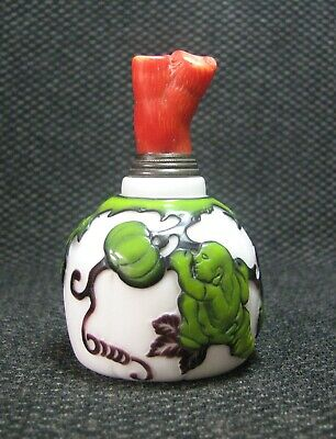 Traditional Chinese Carve Children Pick Pumpkin Design Glass Snuff Bottle*****