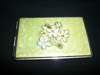 Vintage Compact with  Photo Holder (B981)