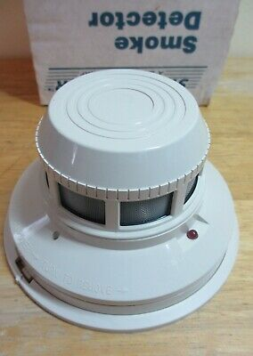 System Sensor 2400 Direct Wire Photoelectronic Smoke Detector