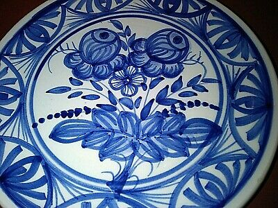 POTTERY WALL PLATE BLUE/WHITE DESIGN 18cm across.