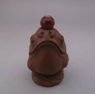 Small Chinese Old Yixing Zisha purple Clay Carved Toad Snuff Bottle