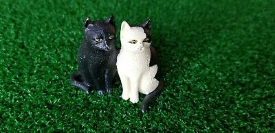 Metal Cats Figurine Black and White Together Figure