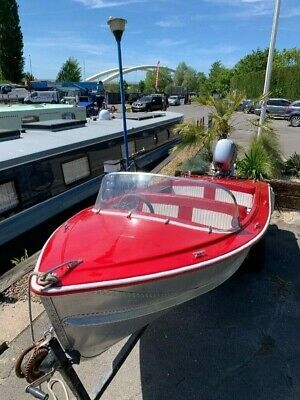 Pearly Miss 1960/70's Classic Speed Boat and trailer