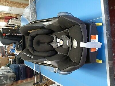 Maxi-cosi cabriofix baby car seat and base and rain cover